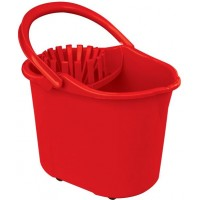 Simple bucket with wringer